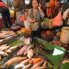 Phnom Penh: Fishmongers at Central Market