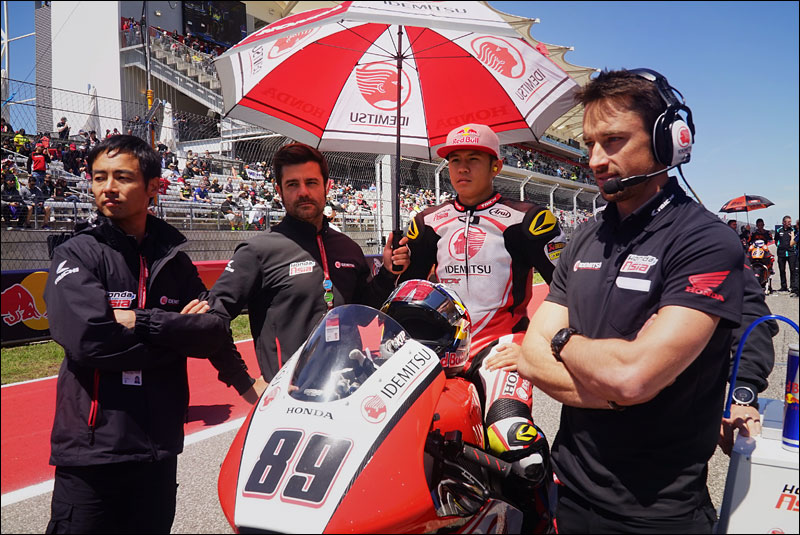 Malaysian Moto2 rider Khairul Idham Pawi and former 250cc world champion Hiroshi Aoyama (far left) wait for the race to start at the 2018 Motorcycle Grand Prix of the Americas